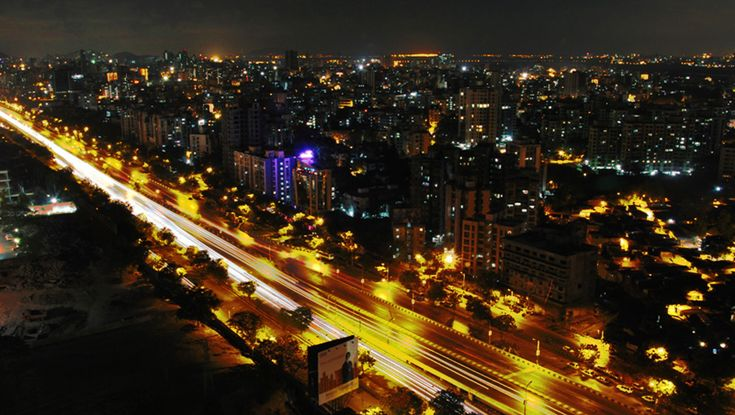 Eastern Expressway at night at Thane ... the most happening place