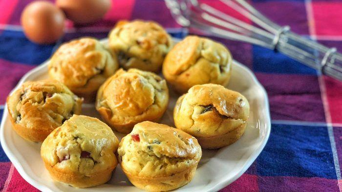 Muffin salati alla boscaiola, ottimi da servire in un buffet o come aperitivo.