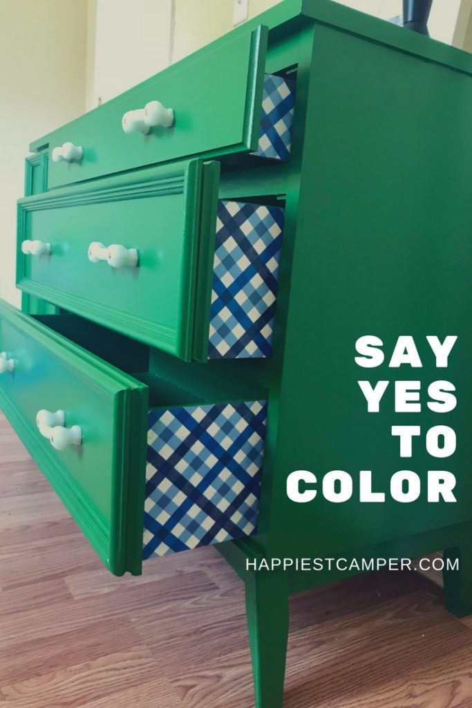 Dresser Makeover In Kelly Green I Love These Bold Colors Paintedfurniture Painted Furnituremakeover Furniturepainting Furnituretrends