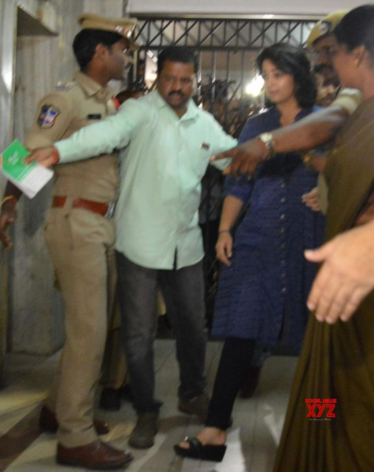 Hyderabad: Charmy Kaur appears before SIT in drug case - Social News XYZ
