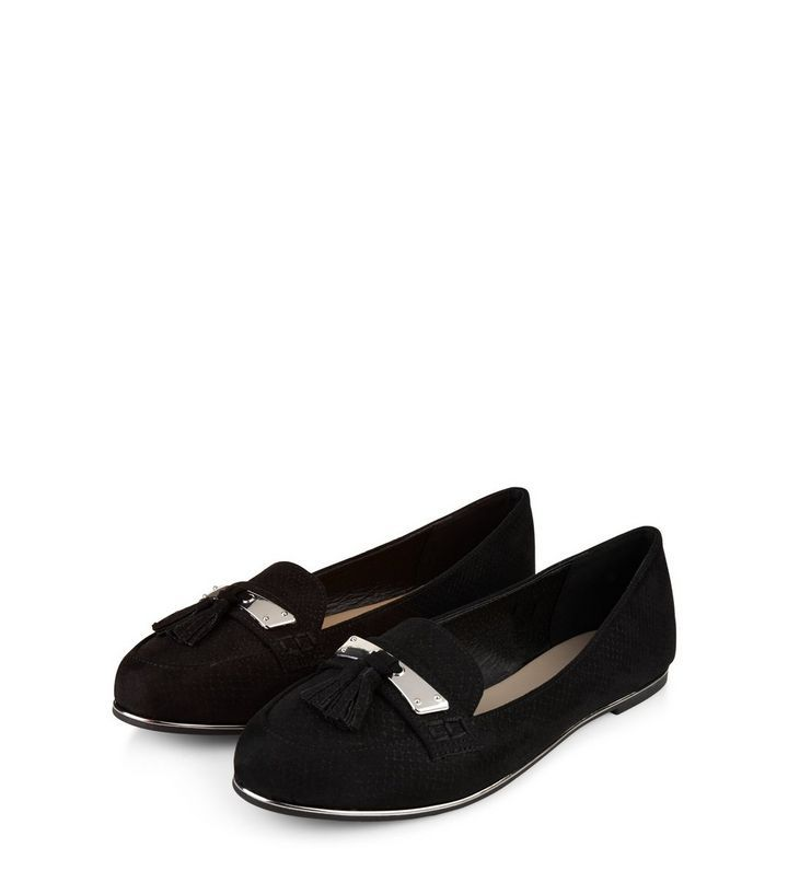 L2017 http://www.newlook.com/row/womens/footwear/shoes/black-suedette-metal-trim-tassel-front-loafers/p/503976401?comp=Browse