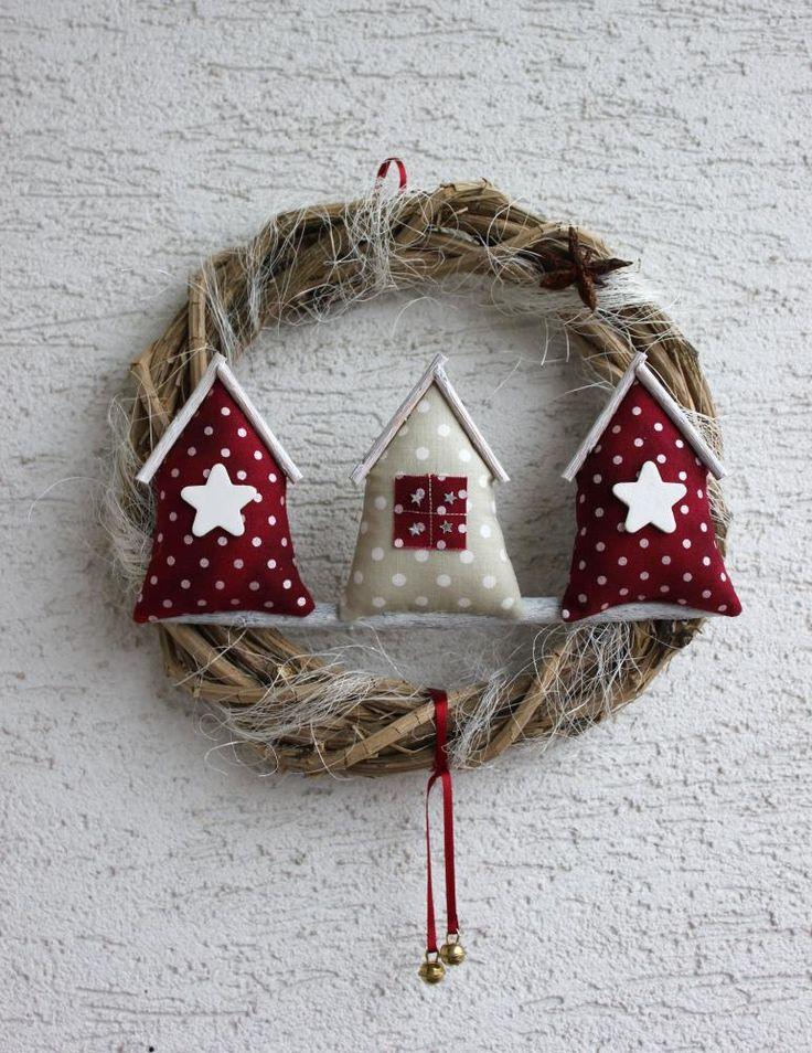 Krans met Kersthuisjes.  Zelf maken? Kijk voor vilt eens op http://www.bijviltenzo.nl