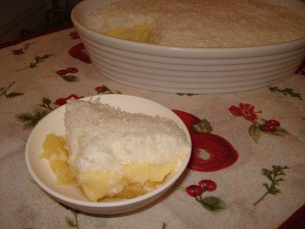 A Sobremesa de Abacaxi com Coco é deliciosa e perfeita para adoçar a tarde da sua família. Faça e receba muitos elogios! Veja Também:Sobremesa de Maracujá