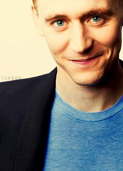 tom hiddleston! @Sarah Chintomby Chintomby Juhant - you're asleep otherwise I'd just turn my computer to show you this! but ahh..he's attractive even when we can't see his hair! hahaha