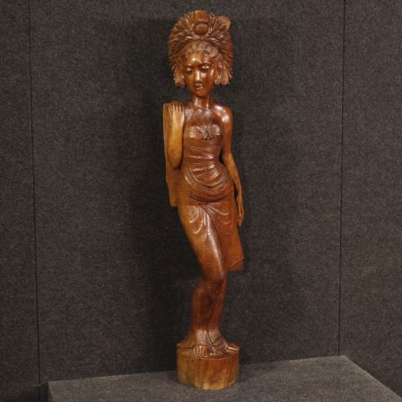950€ Indonesian female figure sculpture in wood. Visit our website www.parino.it #antiques #antiquariato #art #antiquities #antiquario #sculpture #statue #decorative #interiordesign #homedecoration #antiqueshop #antiquestore #wood #statue #female #figure
