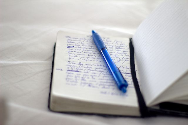 Écriture matinale | Flickr: by WacsiM