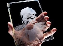 Resultado de imagen para artistas colombianos trabajo en vidrio