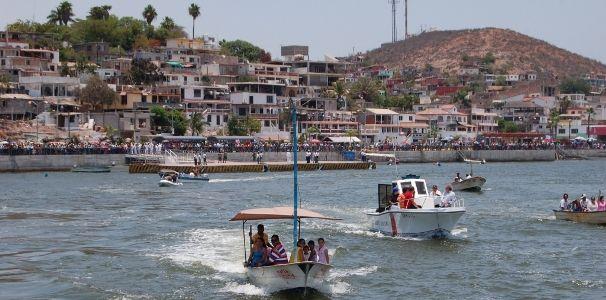 El Carnaval de Topolobampo 2013 se desarrollará desde el día 7 de febrero al 12 de febrero, en el el municipio de Ahome, localizado al norte del estado de Sinaloa. El puerto Topolobampo espera miles de visitantes que llegan para vivir la alegría del carnaval con desfile de carros alegóricos y la coronación de sus reinas. El Carnaval de Topolobampo …