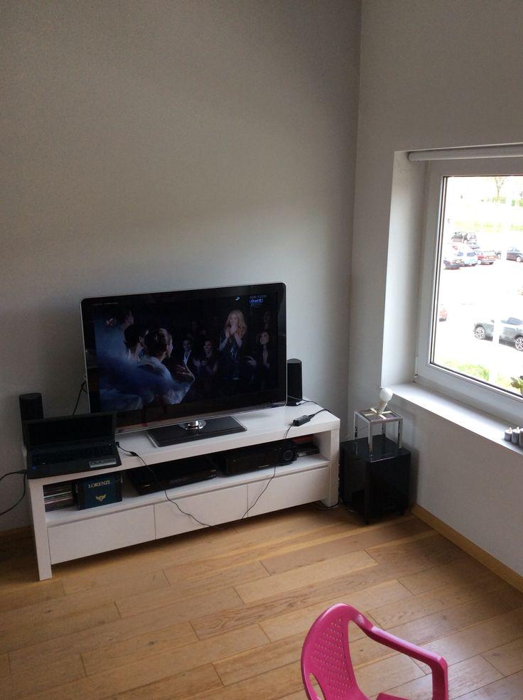 Tv-kastje 50cm hoog 40cm diep 150cm breed