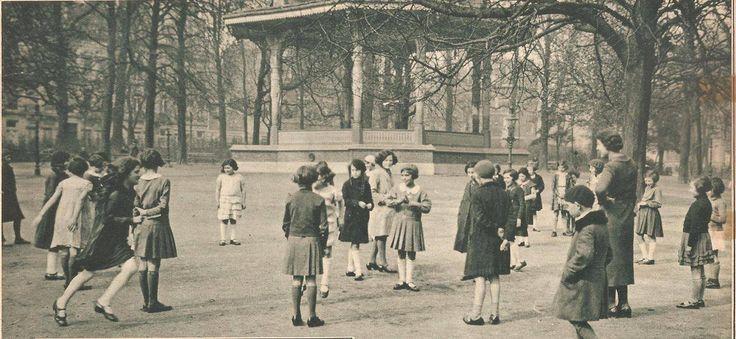 Spelende kinderen in het Stadspark , jaren ' 30