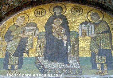 Mosaicos donde se representan imágenes de la Virgen y el Niño