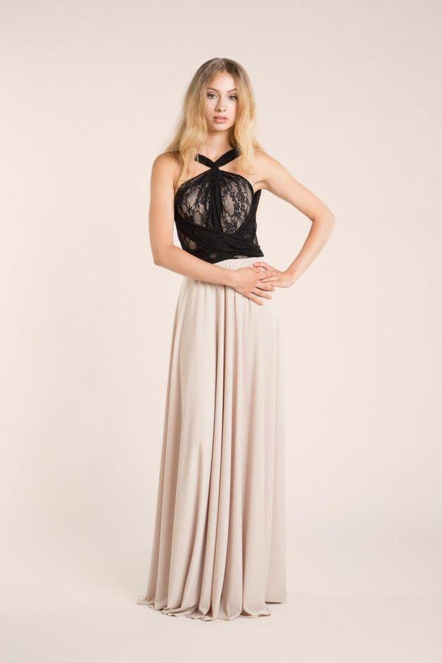 Une robe de créatrice abordable et surtout très singulière, pour marquer  la différence ! Et pourquoi pas tenté une touche de noir pour votre tenue de soirée ? On adore le tissu et la coupe, et on a testé et approuvé ! Sur DaWanda.com
