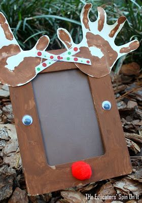Christmas craft, reindeer picture frame from The Educators' Spin On It. A easy and fun handprint craft for Christmas for Kids to create!