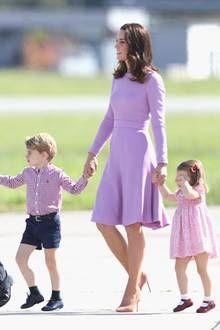 Zum ersten Mal reisen Prinz William und Herzogin Catherine im Juli 2017 mit ihren Kindern nach Deutschland. Bevor die vier Royals am 19. Juli in unserer Hauptstadt landen, geht es für sie jedoch noch in unser Nachbarland Polen.