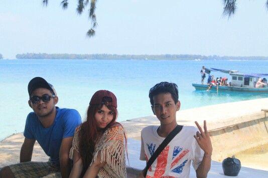 Terjebak di pulau yg indah
