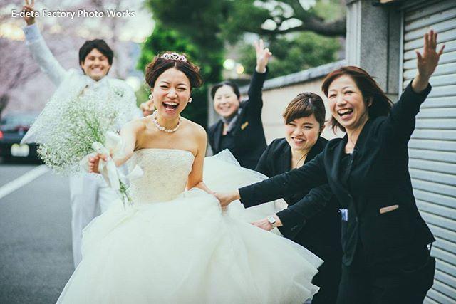 スタッフも皆で楽しそうに♪こんな雰囲気がいいよね。 #京都 #走る新婦 #edetafactory #外部カメラマンにも優しい #結婚写真 #花嫁 #花嫁準備 #結婚 #結婚式 #結婚準備 #ロケーション #ロケーションフォト #前撮り #写真家 #プレ花嫁 #ウェディングフォト #ウェディング #カメラマン #weddingphotographer #wedding #ig_wedding #weddingphoto #weddingphotography #tokyocameraclub #igersjp #team_jp #jhp #instagramjapan #写真好きな人と繋がりたい