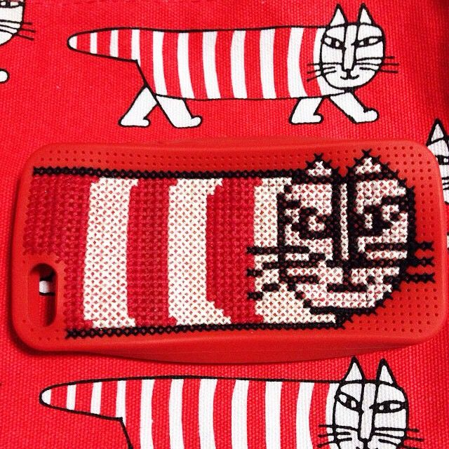 Well done!!!!! DIY sawing iphone case. Repost from @mokooo #flyingtiger #tigerstores #diytiger #diyflyungtiger #sewing #cat #redcolor