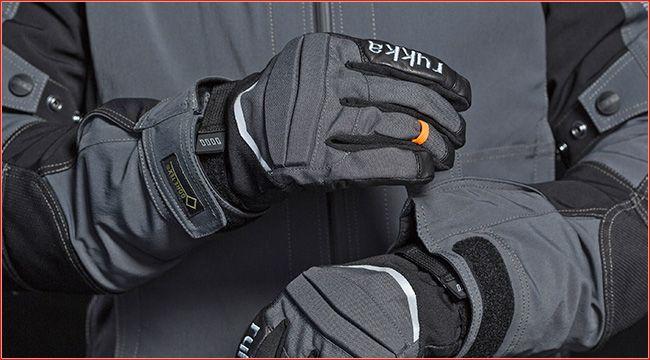 Wärme: Rukka Thermo Handschuh Harros GTX Rukka, der Hersteller aus Finnland, rüstet für den Winter; für warme Hände und sicheren Griff sorg der Rukka Thermo Handschuh Harros GTX http://www.atv-quad-magazin.com/aktuell/waerme-rukka-thermo-handschuh-harros-gtx/ #bekleidung #handel #handschuh #rukka #atvquadmagazin