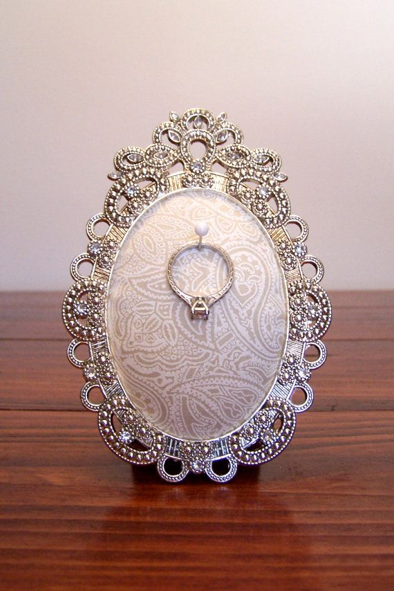 Ring Holder for Engagement or Wedding Ring: Cream Paisley