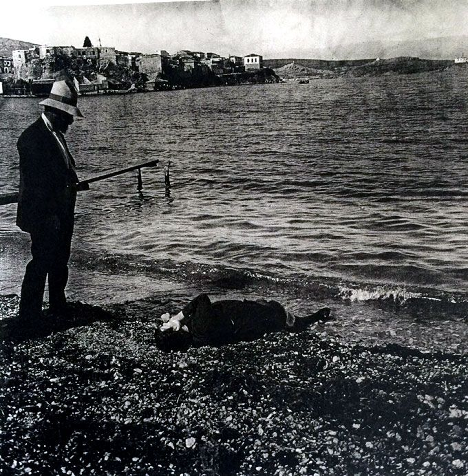 French archaeologist observes the deceased body of a female on the shores of Phocaea, 13 June 1914. Photo: Felix Sartiaux