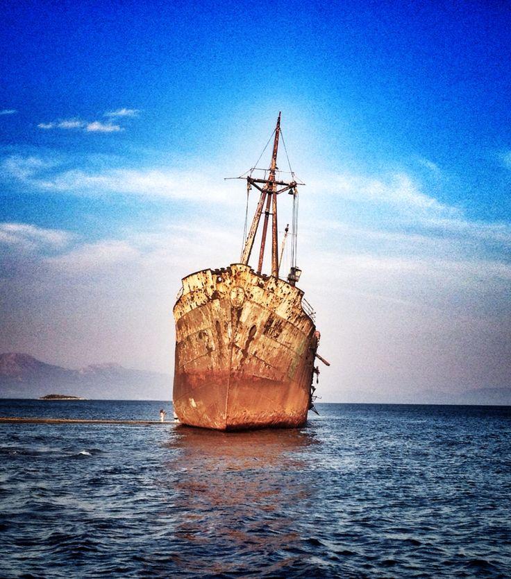Σπασμένο καράβι