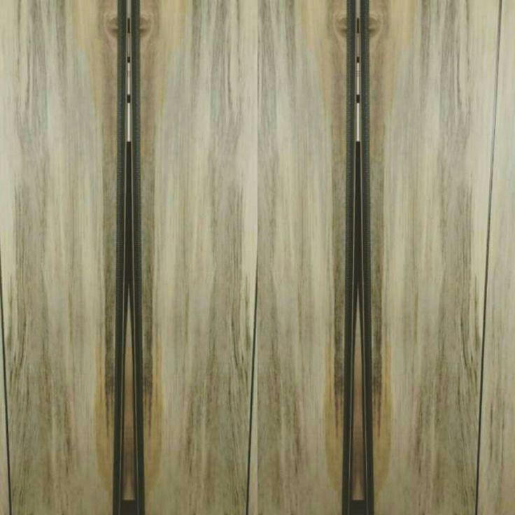 Gres porcellanato effetto legno stile urban adatto per open space Gres porcellanato effetto legno made in Italy, formato ma di grande impatto visivo. Tonalità piacevoli e armoniose per un effetto legno formato 20x120 bancali da 50 metri dispongo di colla e di battiscopa