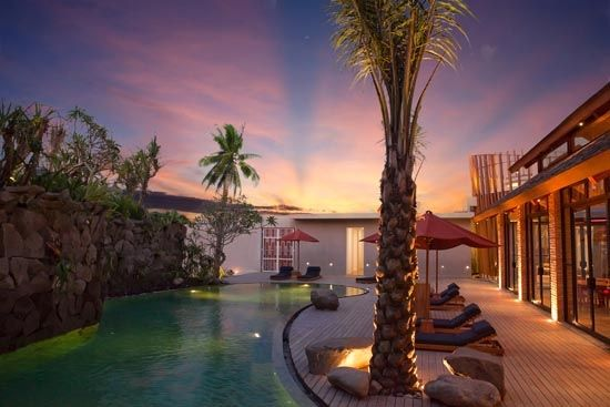 Maca Villas and Spa - Jl. Lebak Sari No 7 Petitenget Seminyak Bali Indonesia - Tel +62 361 739090 -   scenic-main-pool-and-sun-deck
