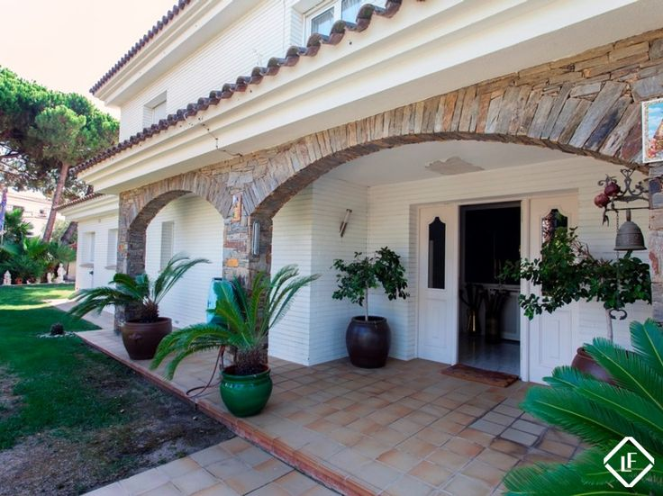 Villa for sale in Can Teixidó, Alella, just 20 minutes from Barcelona city centre