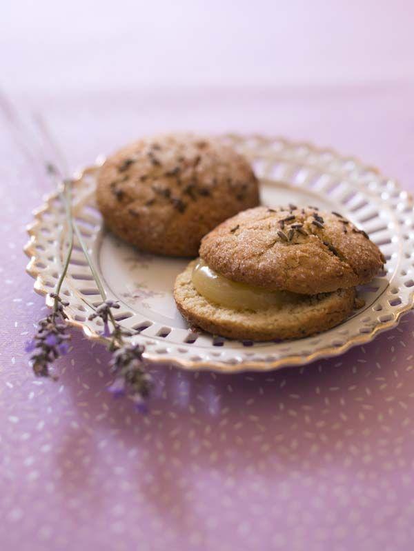 Scones à la lavande, la recette d'Ôdélices : retrouvez les ingrédients, la préparation, des recettes similaires et des photos qui donnent envie !