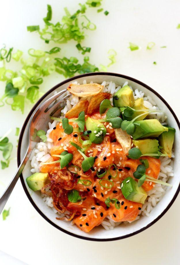 Hawaiian Ahi Poke Bowl with salmon and avocado. 2 marinades (spicy mayo and soy) Recipe » http://www.tasteoftravel.at/ahi-poke-bowl/
