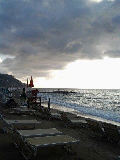 #smodatamente.it #visitpietraligure #Liguria #Italy #igersliguria #IG_LIGURIA #beach #Sun #bagnimaremola #sea #pietraligure #pietraligure2014 #visitriviera
