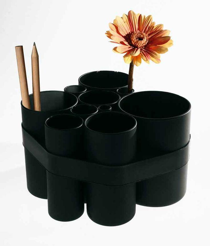 """VASO MODULARE """"10"""" by SELETTI. Vaso modulare con elastici - Materiale: Vetro opalino, elastici in silicone. 10 mette in scena la creatività. 10 vasetti concentrici, grazie agli elastici in silicone si trasformano di volta in volta, in un multivaso, in più vasi o in un set di portapenne, in casa e al lavoro, secondo l'estro personale o l'esigenza. In finissimo vetro opalino, è proposto in versione bianca o nera."""