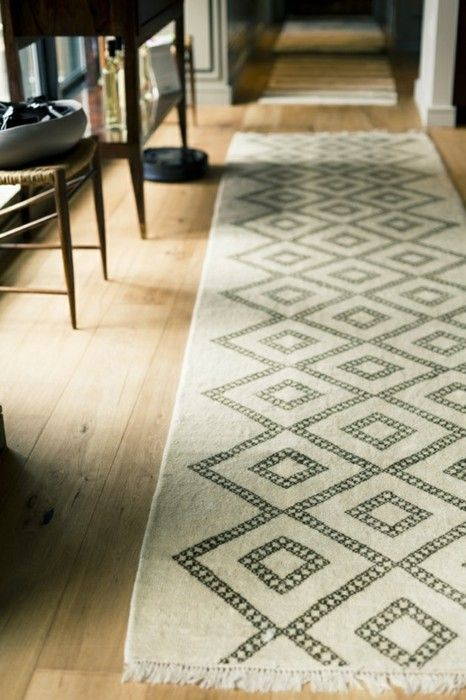 Loving the neutral palette and geometric patterns on this runner.