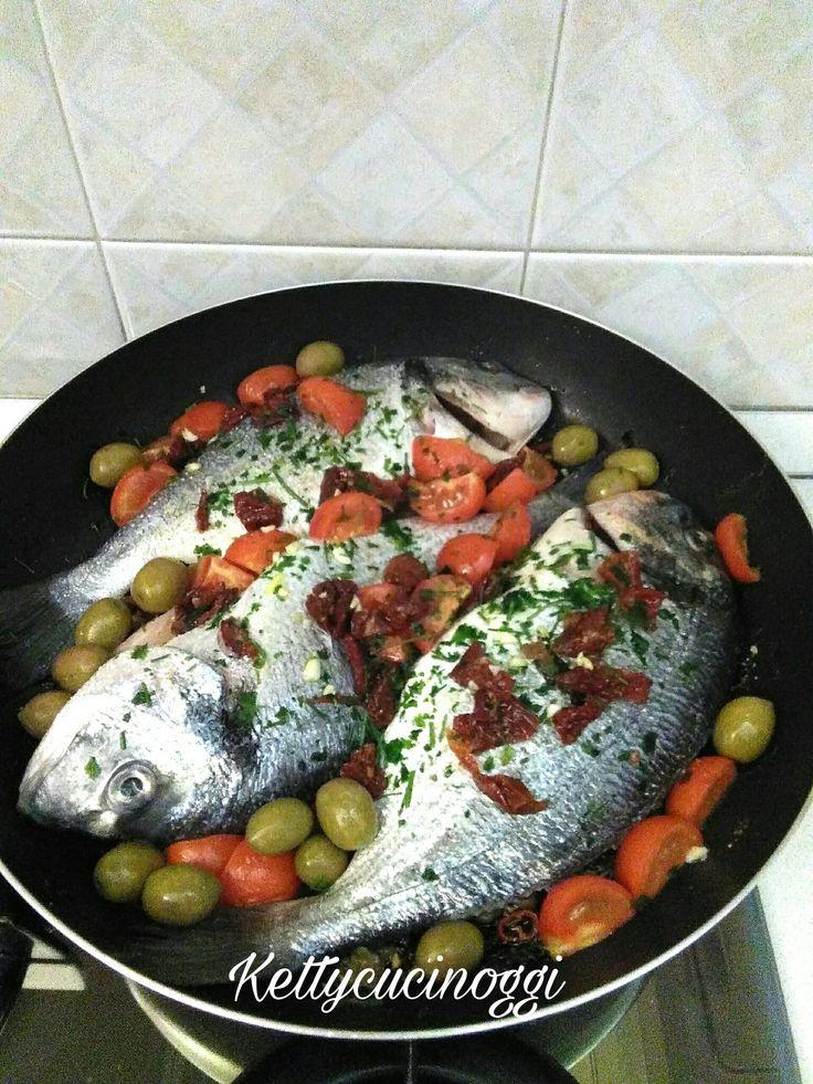 Orata alla mediterranea con pomodorini e olive