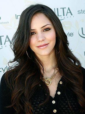 Brown date night makeup look. Long layered hair. Defined brows.