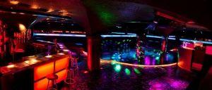 Bazaar Night Club is verantwoordelijk voor multiculturele partijen in Brussel. Deze interessante plek is geopend op vrijdag en zaterdag, en van dinsdag tot donderdag werkt het als een restaurant.  Zoals in de sprookjes uit de Arabische Nachten, geweldige dansvloer en een bar. Al met al, nogal een exotische club.