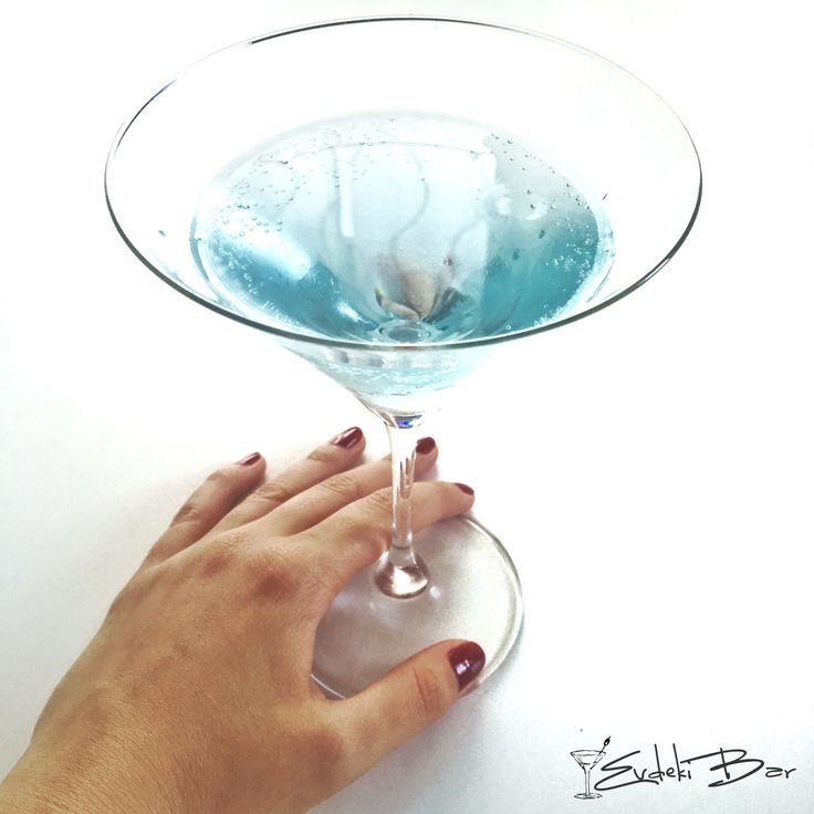 Camsil votka, Smirnoff North, Sprite, Blue Curaçao şurubu #kokteyl #drunk #alcohol #cocktails #tarif #recipe #vodka #votka #martini #blue #cocktail #drinkporn #blogger #drinks #drinking #camsil