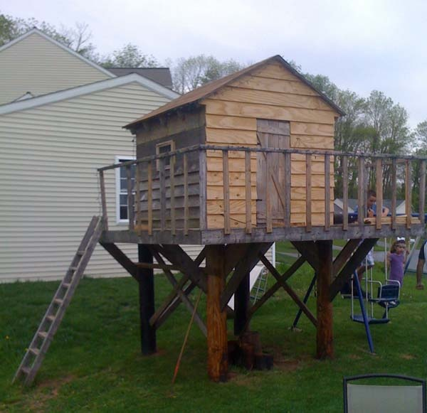 Another good tree-less tree house. A manageable size, too. I like the fenced deck.