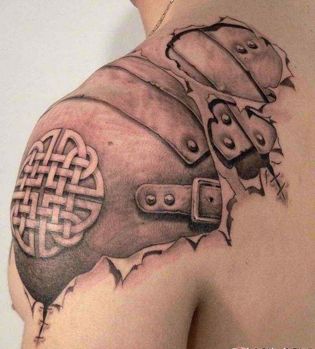 6. Ein schönes Tattoo Farbe und 2 andere in Schwarz und Weiß
