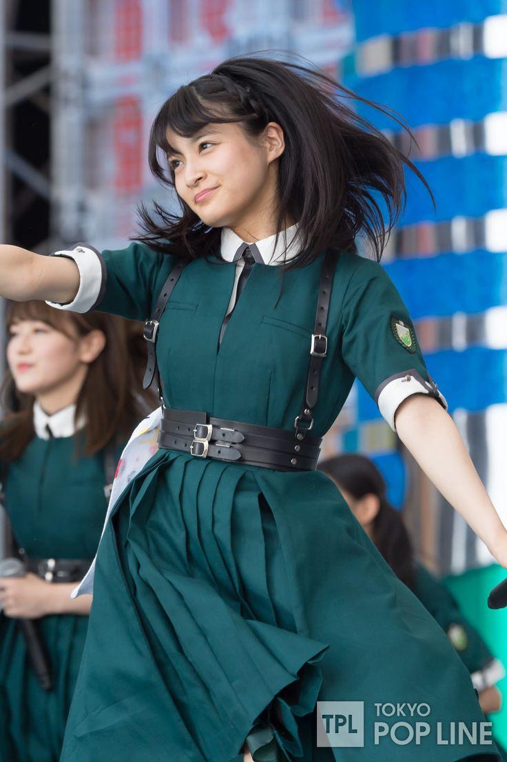欅坂46が5日、東京・台場、青海周辺地区で開催中のアイドルイベント「TOKYO IDOL FESTIVAL 2017」(以下、TIF)に出演した。 昨年に続き2回目のTIF出演となる欅坂46は、けやき坂46(ひらがなけやき)を加えた「欅坂46(欅坂46+けやき坂46)」として出演。 TIFのメインステージとなる「HOT STAGE」に登場すると、7月19日に発売したばかりの1stアルバム「真っ白なものは汚したくなる」に収録された「危なっかしい計画」からライブをスタートさせた。 キャプテンの菅井友香が「昨年に引き続きTIFに出演させていただきましてありがとうございます!去年よりももっともっと熱いライブにしたいと思います!」と意気込み、ひらがなけやきを呼び込む。…