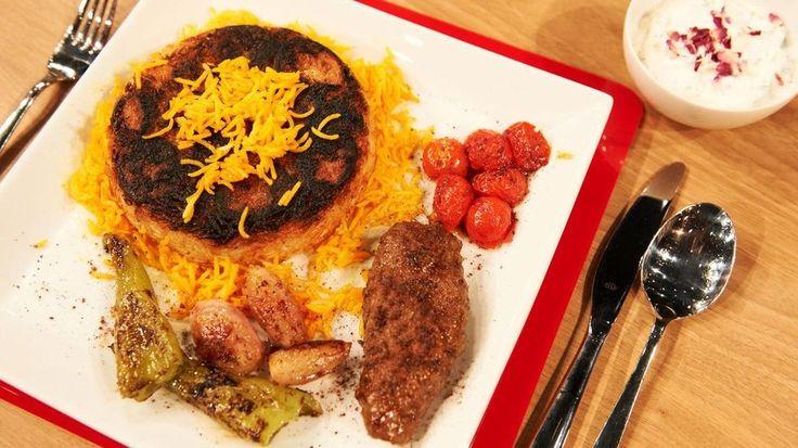 Persischer Reis mit Kartoffel-Kruste, Pfannen-Kebap, Paprika-Tomaten-Gemüse und Gurken-Joghurt-Dip