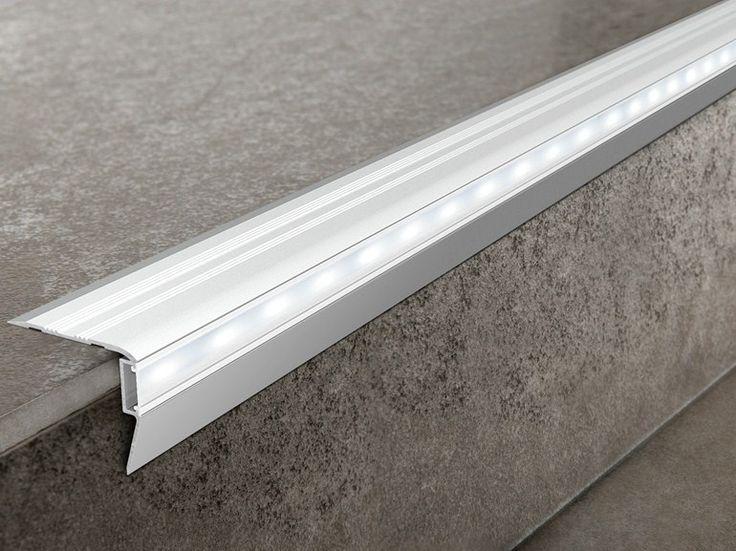 Progress Prostair Led - profil de treapta din aluminiu dotat cu leduri. Ideal pentru cinematografe, baruri si alte spatii slab luminate