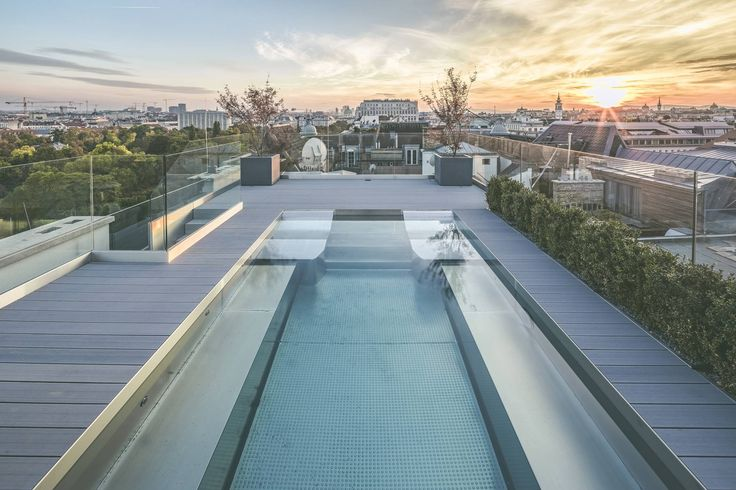 Nadar enquanto admira a vista de Viena? Isso e muito mais neste magnífico #apartamento.  #Viena #Áustria #luxuryhome #Luxury #Dreamhome #Residence #Instagood #Success #Instadesign #Exclusive #Inspiration #deco #luxurylifestyle #realestate #luxo #design #decoration #pool #piscina #pôrdosol #sunset #sun #sol #view #vista #amazingview #photooftheday #picture