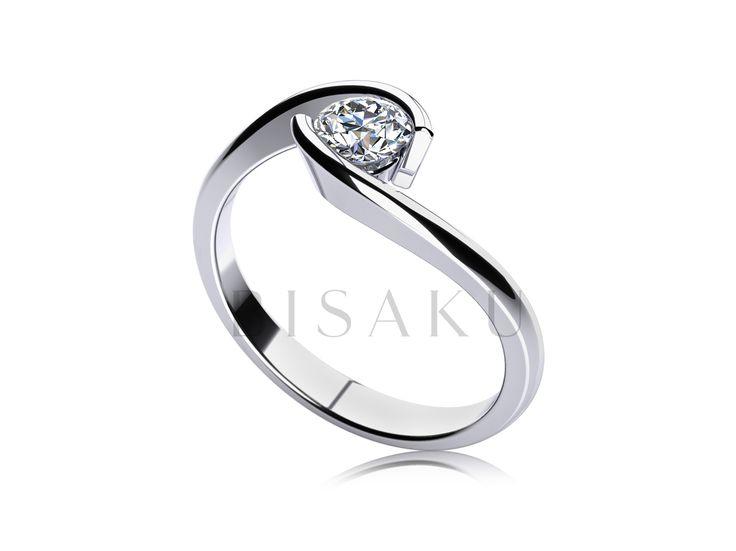 C1 Elegantní křivka a kamínek hýčkaný jako vzácný poklad. Krásný, komfortní a velmi slušivý model zásnubního prstenu, který sedne na prsteníček vaší vyvolené jak ulitý. Briliant či zirkon? Rozhodnutí je jen na vás. #bisaku #wedding #rings #engagement #svatba #zasnubni #prsteny