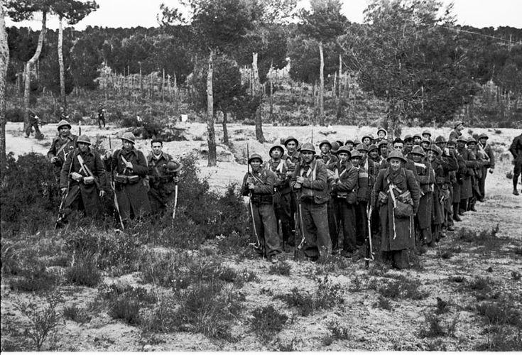 Miembros de las Brigadas Internacionales en la Casa de Campo, Madrid. (Archivo Histórico PCE)