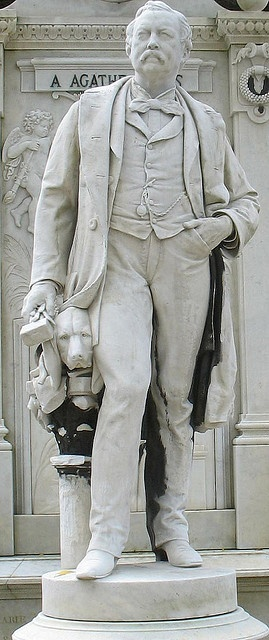 Man and Dog    Cimetière du Père-Lachaise. Paris.