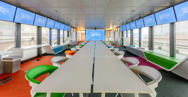 Table de réunion - Nestlé Digital Acceleration Team Photo : Alain Bouhanna