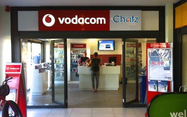 Wenn ich verreise, besorge ich mir immer häufiger eine lokale SIM-Karte und einen mobilen Datentarif. Da ich oft ein oder zwei Monate in einem Land bleibe, lohnt sich das. Es erleichtert mir zudem die Arbeit. Wenn ich in ein Café gehe und es wider Erwarten kein brauchbares Wifi gibt, schalte ich einfach auf mobiles Internet um und kann trotzdem arbeiten. In Südafrika kommt es häufiger vor, dass das Wifi nicht so funktioniert wie ich es gern hätte. Wenn ich meine Unterkünfte buche, achte ich…