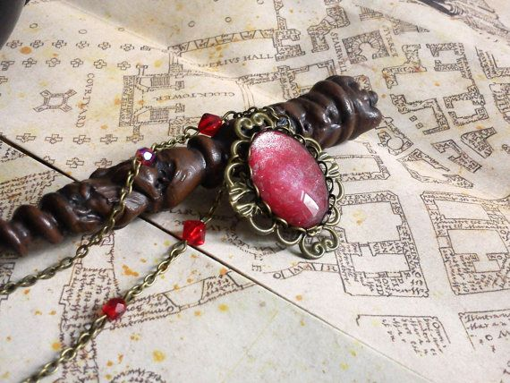 Antique brass jewelry, filigree and red cabochon and swarovski. Collier Nebuleuse  cabochon rouge et par LeManegeSurLaColline