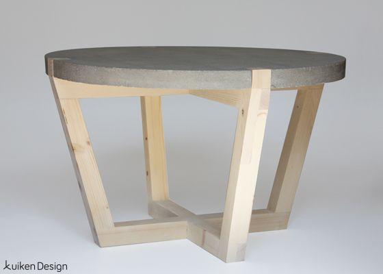 Design salontafel van beton en hout, gemaakt door Kuiken Design concrete and wood